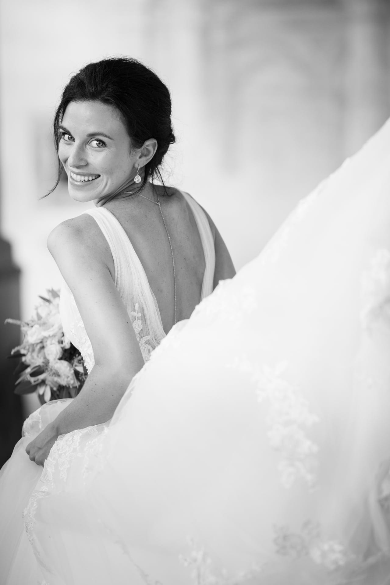 https://righiphotography-com.s3.eu-central-1.amazonaws.com/wp-content/uploads/2020/02/02183347/Weddin-Photo-Classic-Style-Studio-Fotografico-Righi-RIGHI-24.jpg